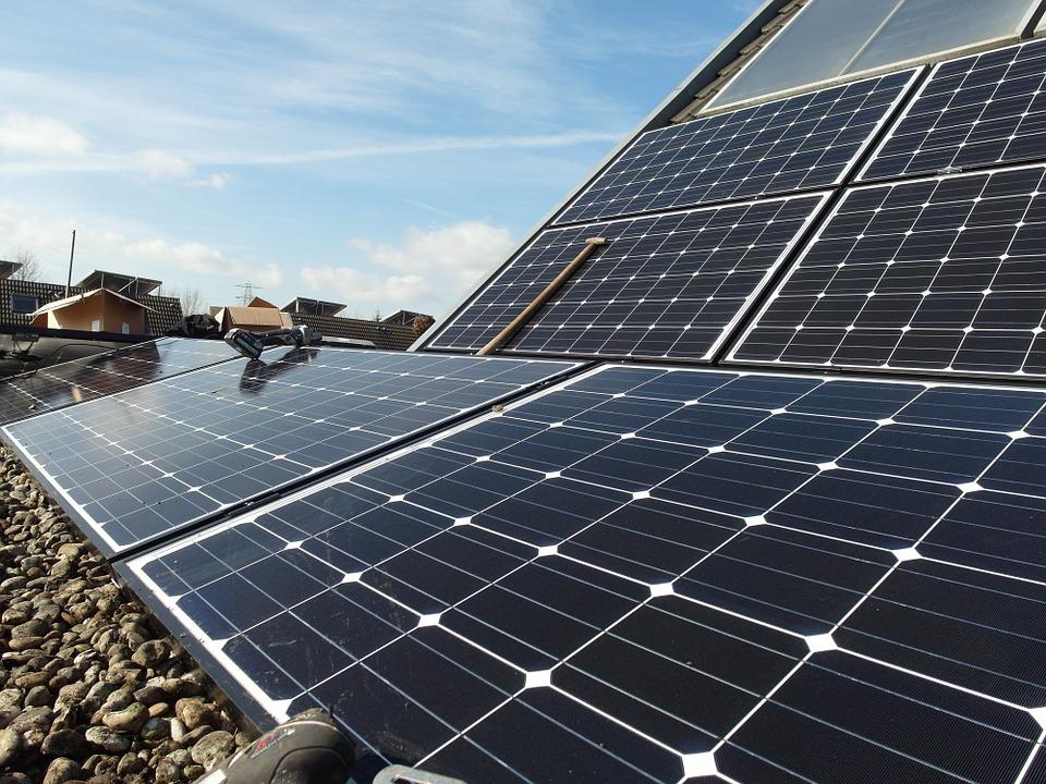¿Por qué y cada cuanto es necesario efectuar una limpieza de placas solares?
